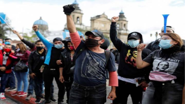 El gobierno de Guatemala suspende medidas presupuestarias que el pueblo protestó