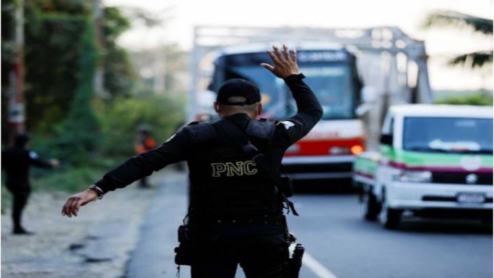 Guatemala envía de regreso a migrantes Hondureños
