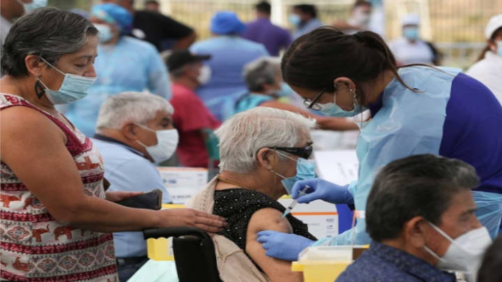 Los locales de vacunación están dispuestos a lo largo del territorio chileno.