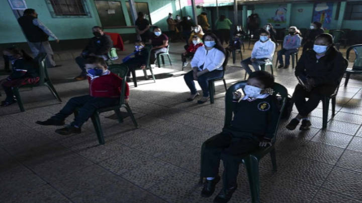 Guatemala inicia ciclo escolar híbrido