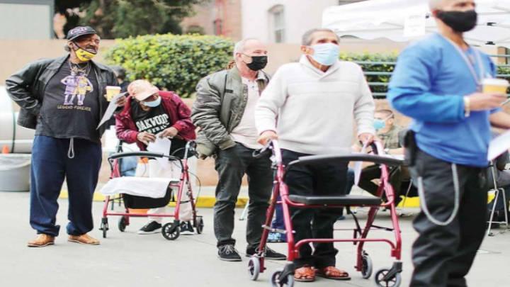 La dosis de la solidaridad, para quien lleve a un anciano a vacunar contra Covid-19