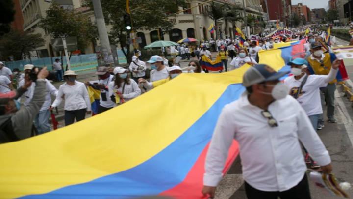 Continúan las protestas en Colombia exigiendo cese al bloqueo