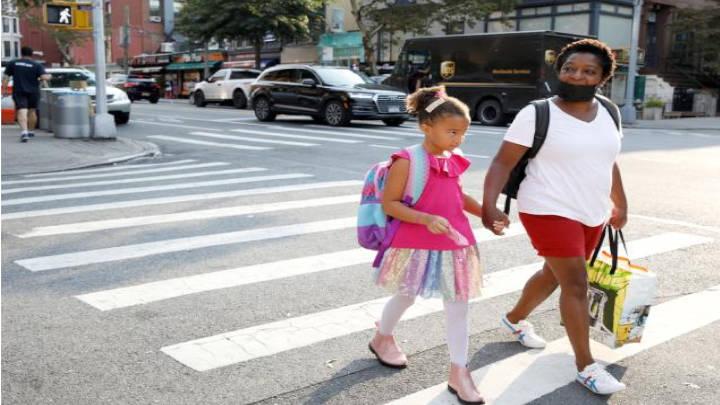Nueva York inicia clases dando vigencia la pasaporte sanitario